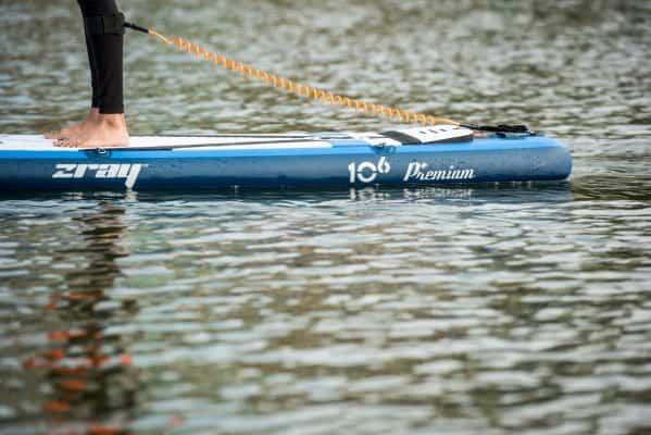 Pourquoi utiliser un leash pour faire du paddle? 5 raisons essentielles 1
